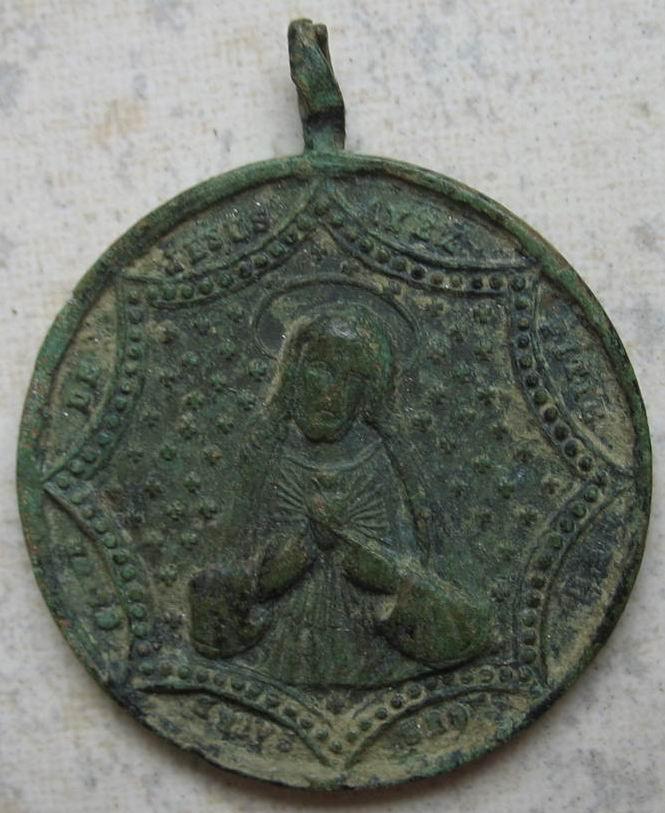 Medaille ronde Jésus/Marie - Portraits dans décor hexagonal - fin XIXème Img_2817