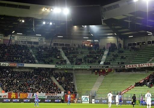 Le stade Michel d'Ornano - Page 3 Pannea10