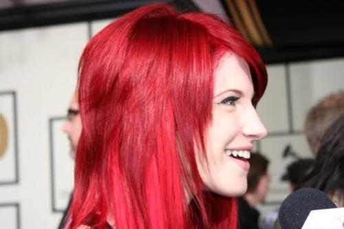Ces couleurs de cheveux improbables qu'on aime - Page 3 Hayley10