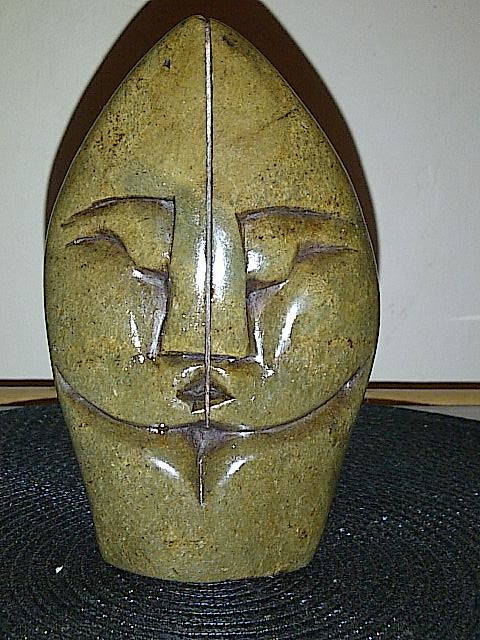 Head sculpture.. signed H M or H - Shona soapstone carving  Img-2073