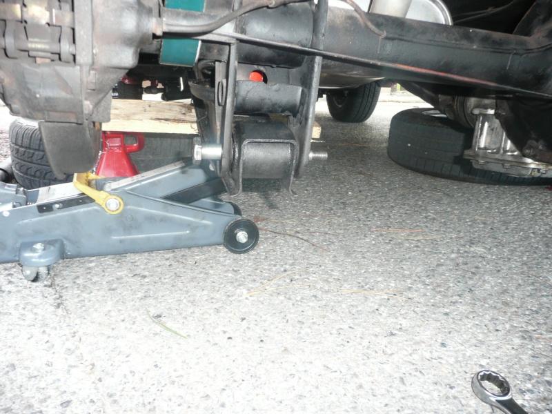 Comment changer amortisseurs et ressorts arrières (Spider) P1060233