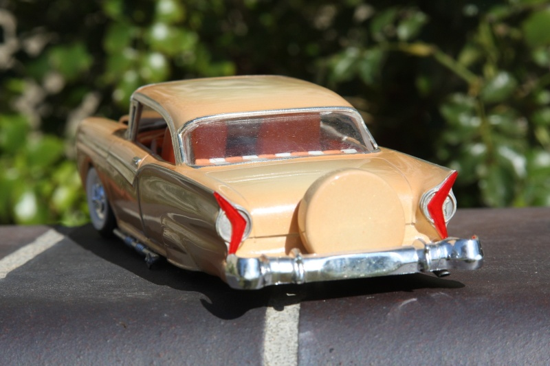 1957 Ford - Trophy series - 3 in 1 - 1/25 scale - Amt -  Kgrhqz27
