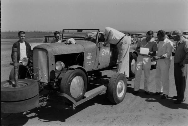 Santa Ana drag race - late '50s  Santaa21