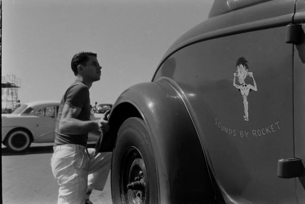 Santa Ana drag race - late '50s  Santaa24