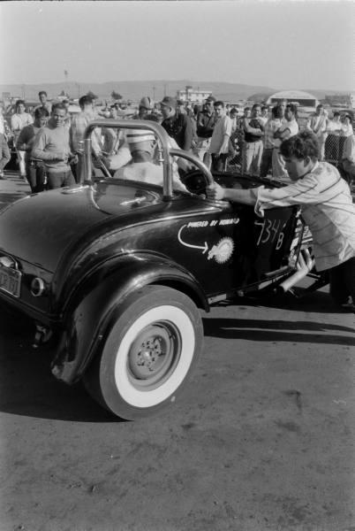 Santa Ana drag race - late '50s  Santaa38