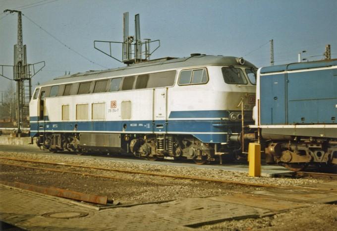 La locomotive diesel V160 Baureihe 216 et 218 de la DB de Lima au 1:45. 216-0510
