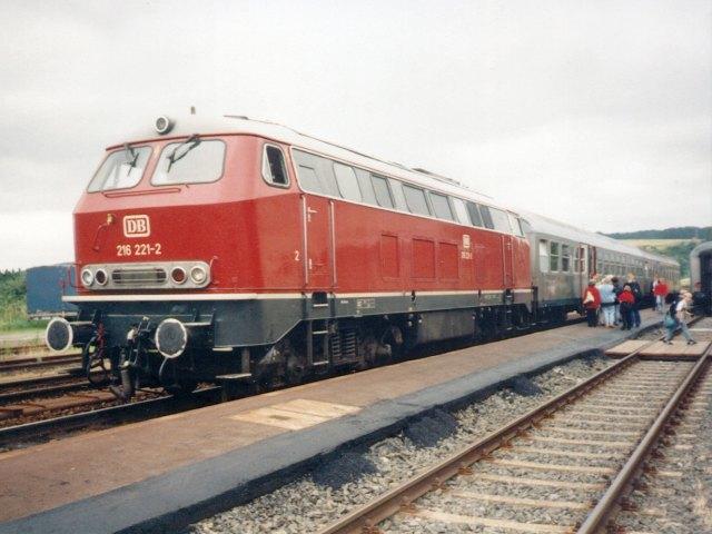La locomotive diesel V160 Baureihe 216 et 218 de la DB de Lima au 1:45. 216-2210
