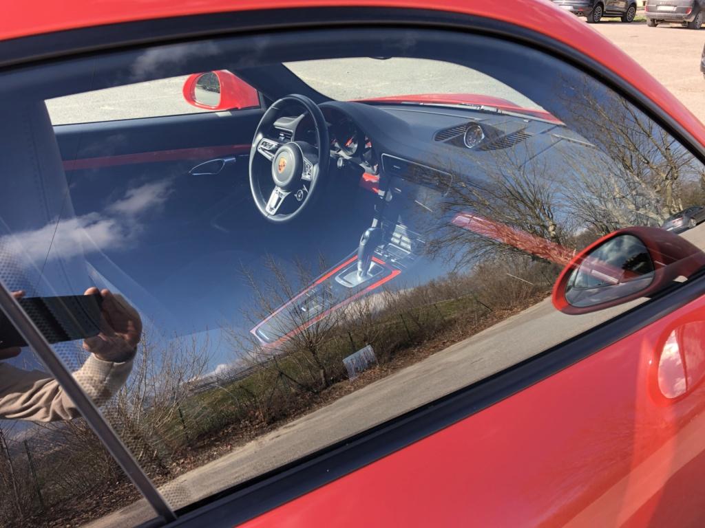 Une jolie auto dans un parking  - Page 2 F2281a10