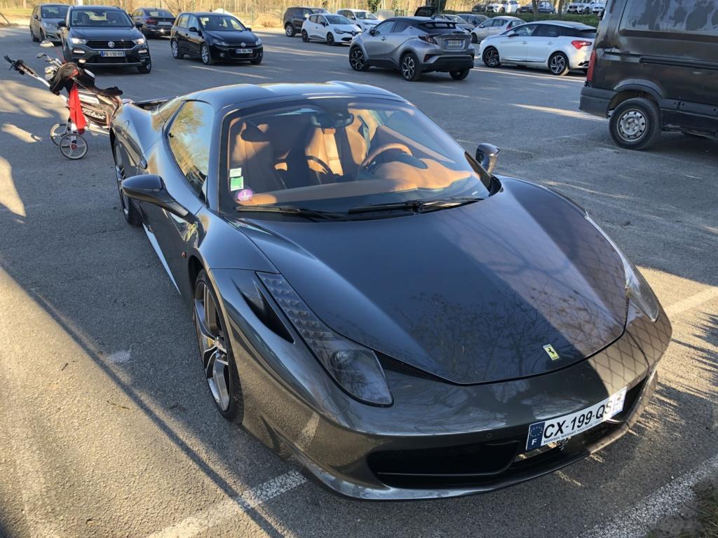 Une jolie Ferrari dans un parking  Img_6310