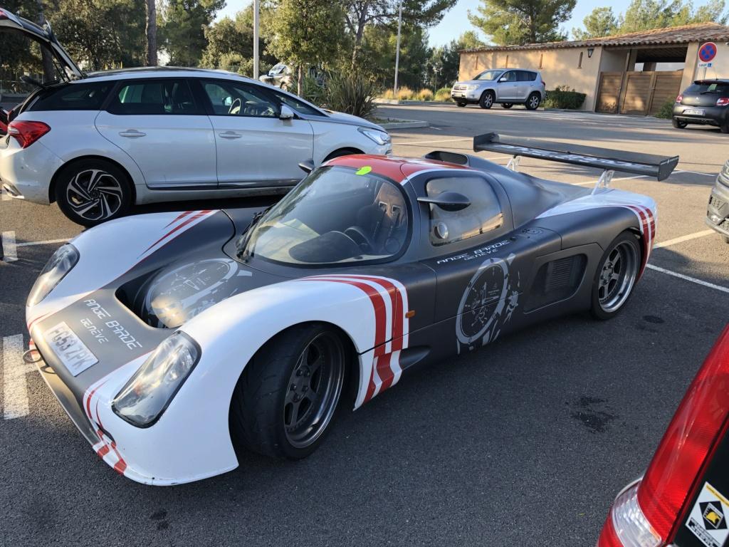 Une jolie Ferrari dans un parking  Img_7110