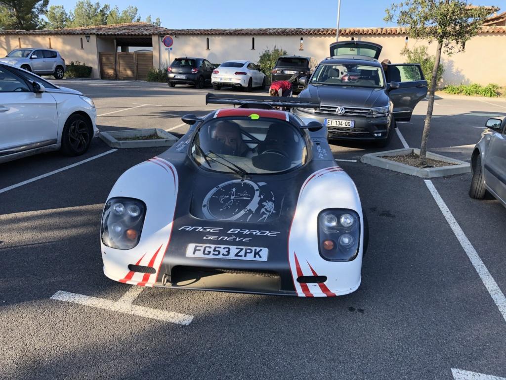 Une jolie Ferrari dans un parking  Img_7111
