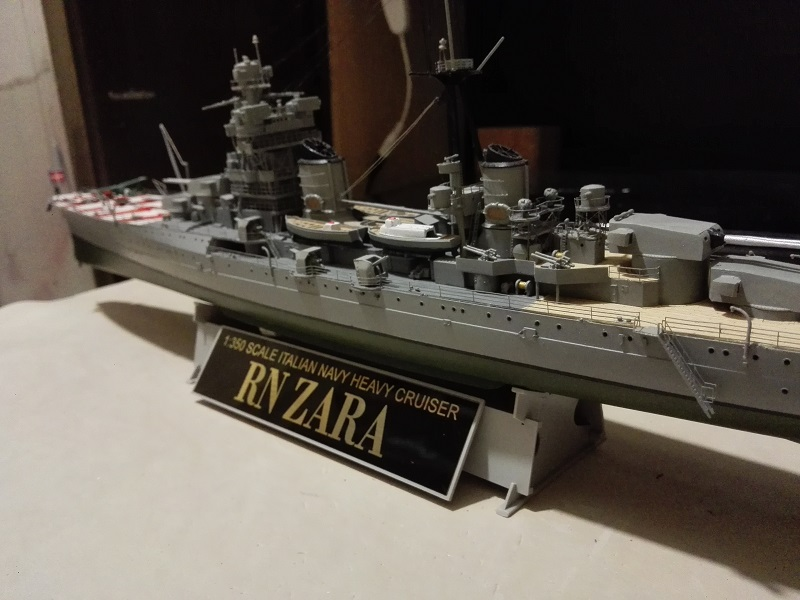 RN Zara Italian Heavy Cruiser 1/350  Img_2029