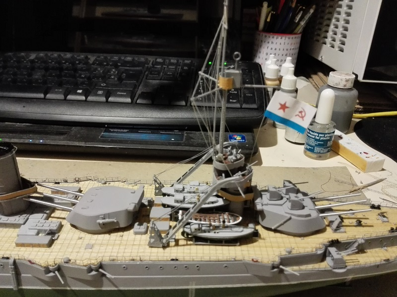 Marat Battleship Russian de Zvezda a 1/350 Img_2124