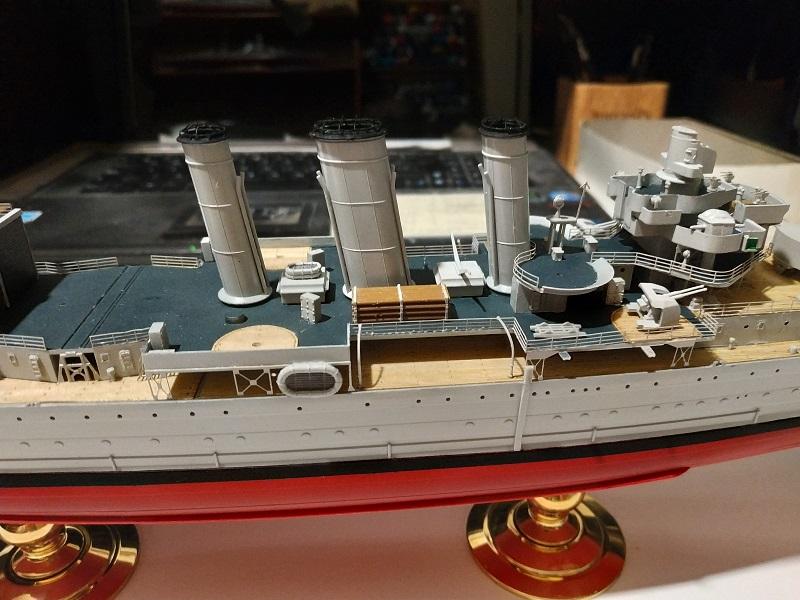 HMS Cornwall a 1/350 de Trumpeter Img_2516