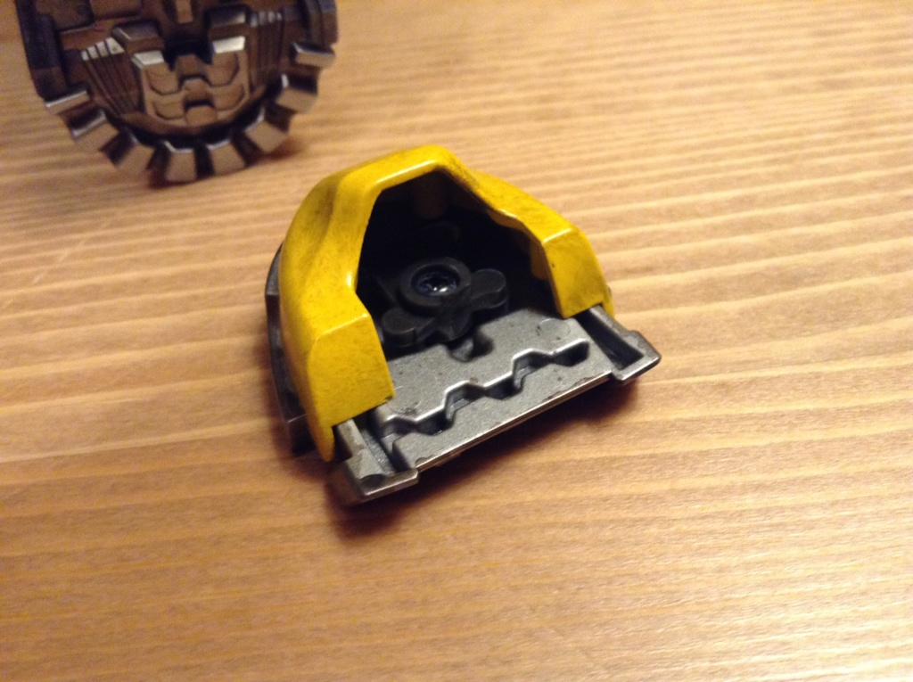 Transformers Bumblebee DLX and Premium Scale Collectible Figures  - Page 2 Img_0314