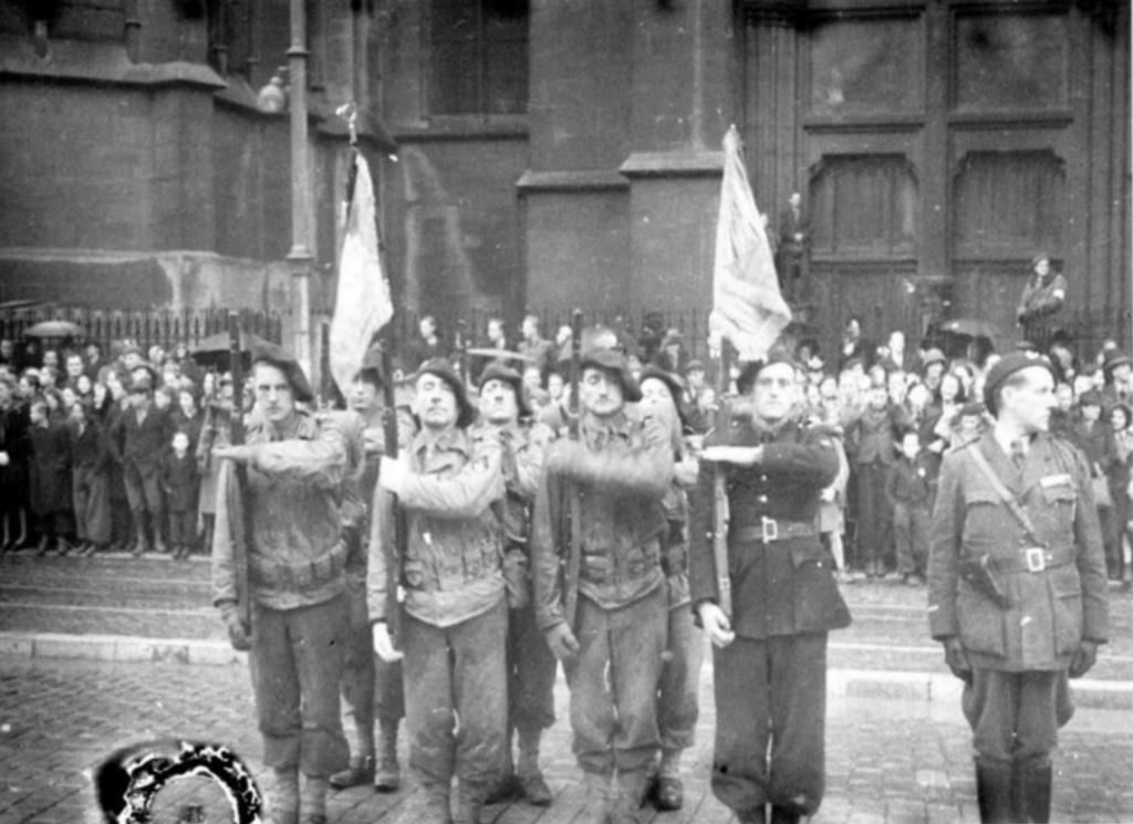 Libération de Metz, par la 1e demi-brigade (8e,16e,30e BCP) 8_et_110
