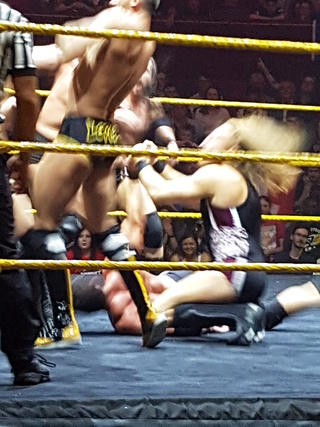 Photos live NXT Baston10