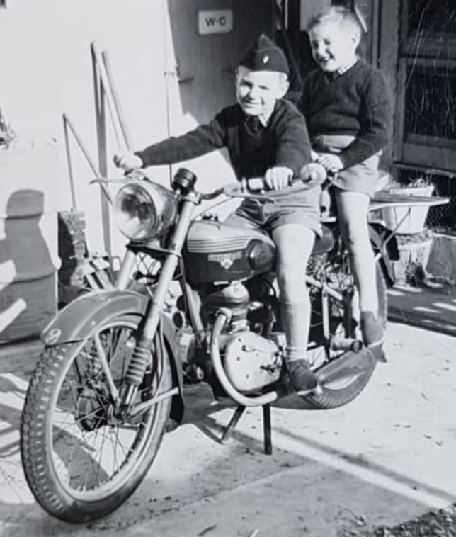 Vieilles photos (pour ceux qui aiment les anciennes photos de bikers ou autre......) - Page 14 Jd10