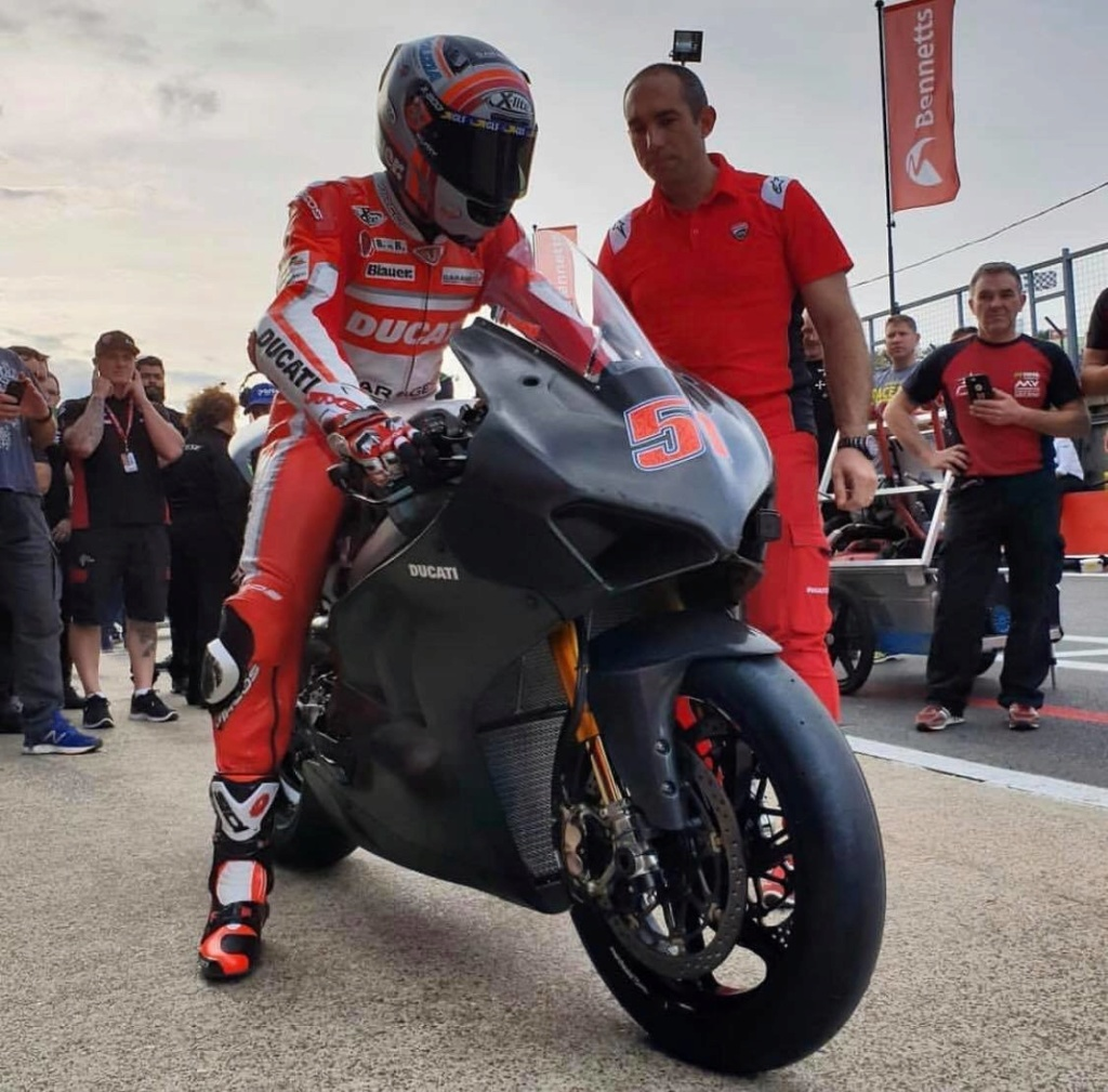 Ducati V4R 2019... photos volées... 43851610