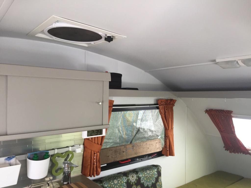 Ajout de cabinet et lit escamotable roulotte Prolite ECO 12  Ef4ce410