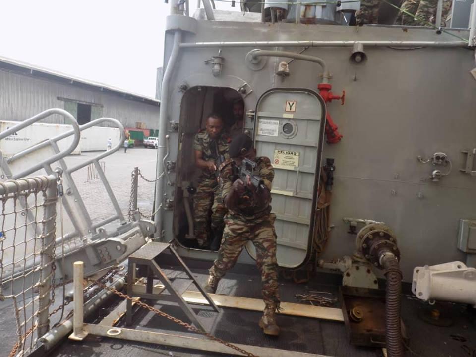 Forces Armées Camerounaises - Page 7 A2168710