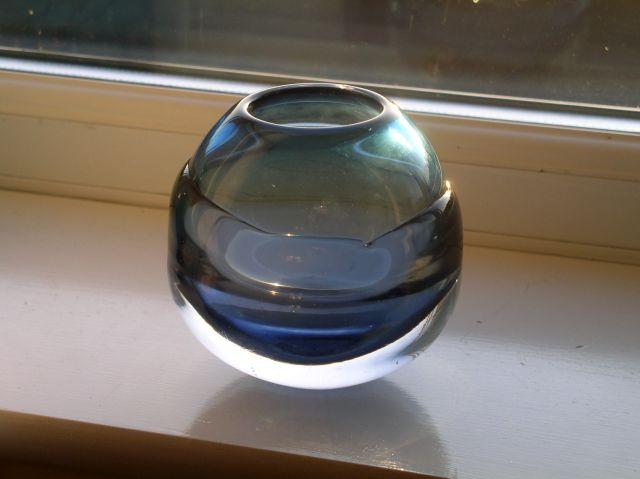 Super Hot-worked art glass vase (Signed) Scandinavian/Czech??? P1010916