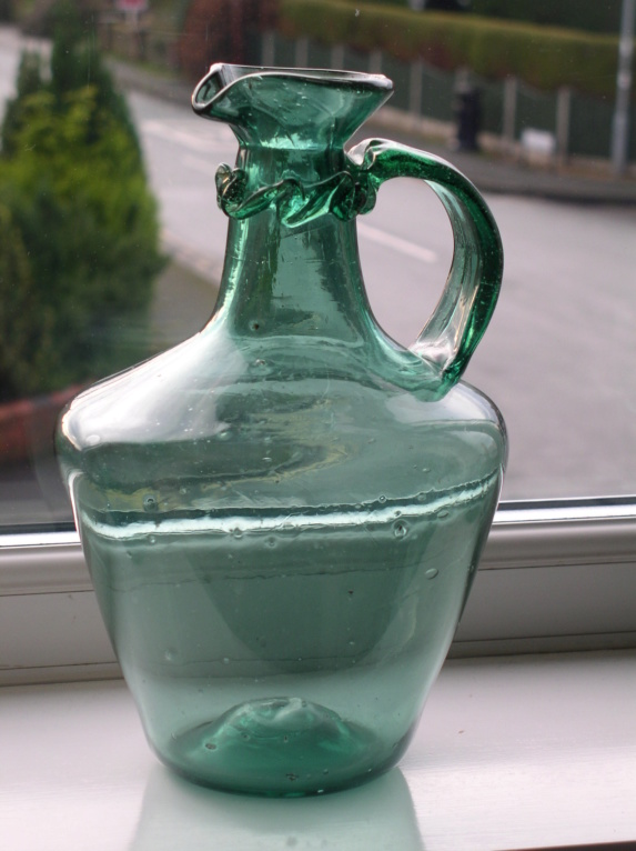 Picked up a whopping great wine jug Nailsea maybe?? P1011212
