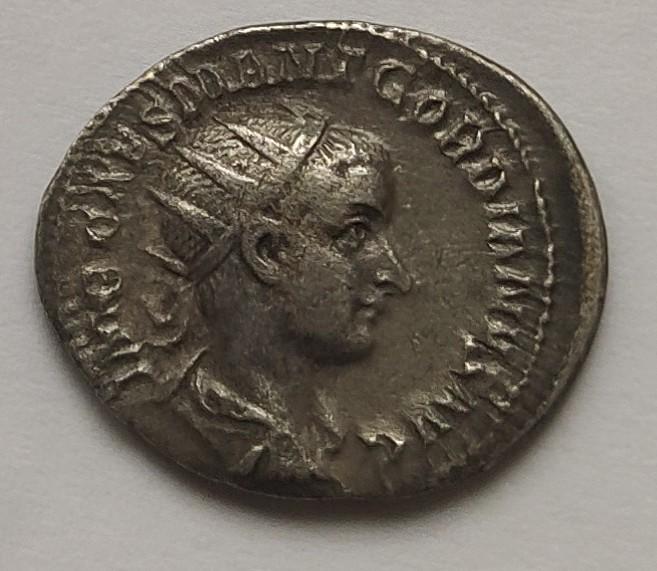 Antoniniano de Gordiano III. PROVIDENTIA AVG. Roma Img_2011
