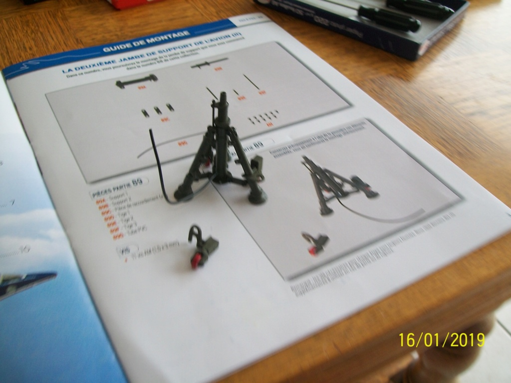 ALPHA JET(patrouille de France) echelle1/16 hachette collection. - Page 3 100_6321