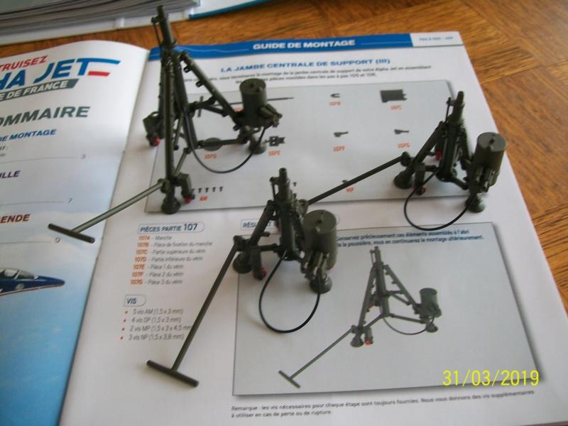 ALPHA JET(patrouille de France) echelle1/16 hachette collection. - Page 3 100_6416