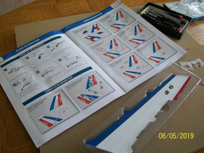 ALPHA JET(patrouille de France) echelle1/16 hachette collection. - Page 3 100_6420