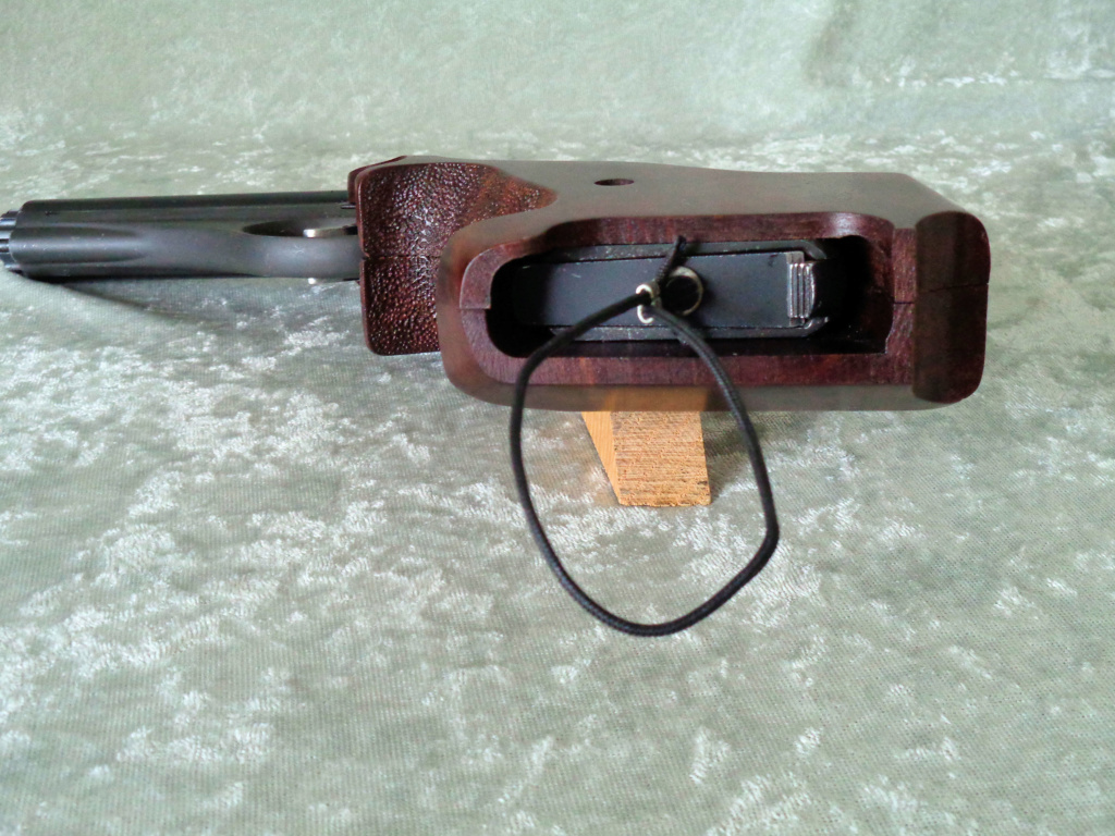 Target Grips on a Whitney Wolverine Mag_8x10