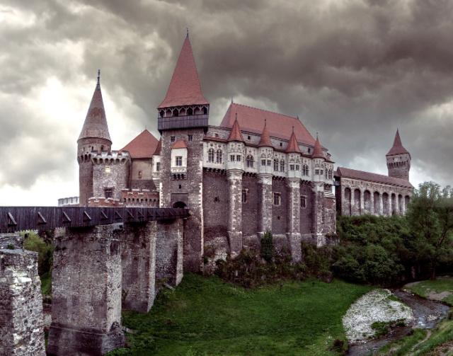 Румын называет себя наследником Дракулы  Scree315