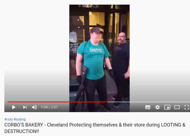 Американцы защищают имущество с оружием в руках Scree390