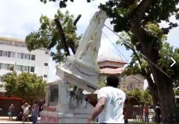 Осквернение памятников колониалистам началось по всему миру   Scree459