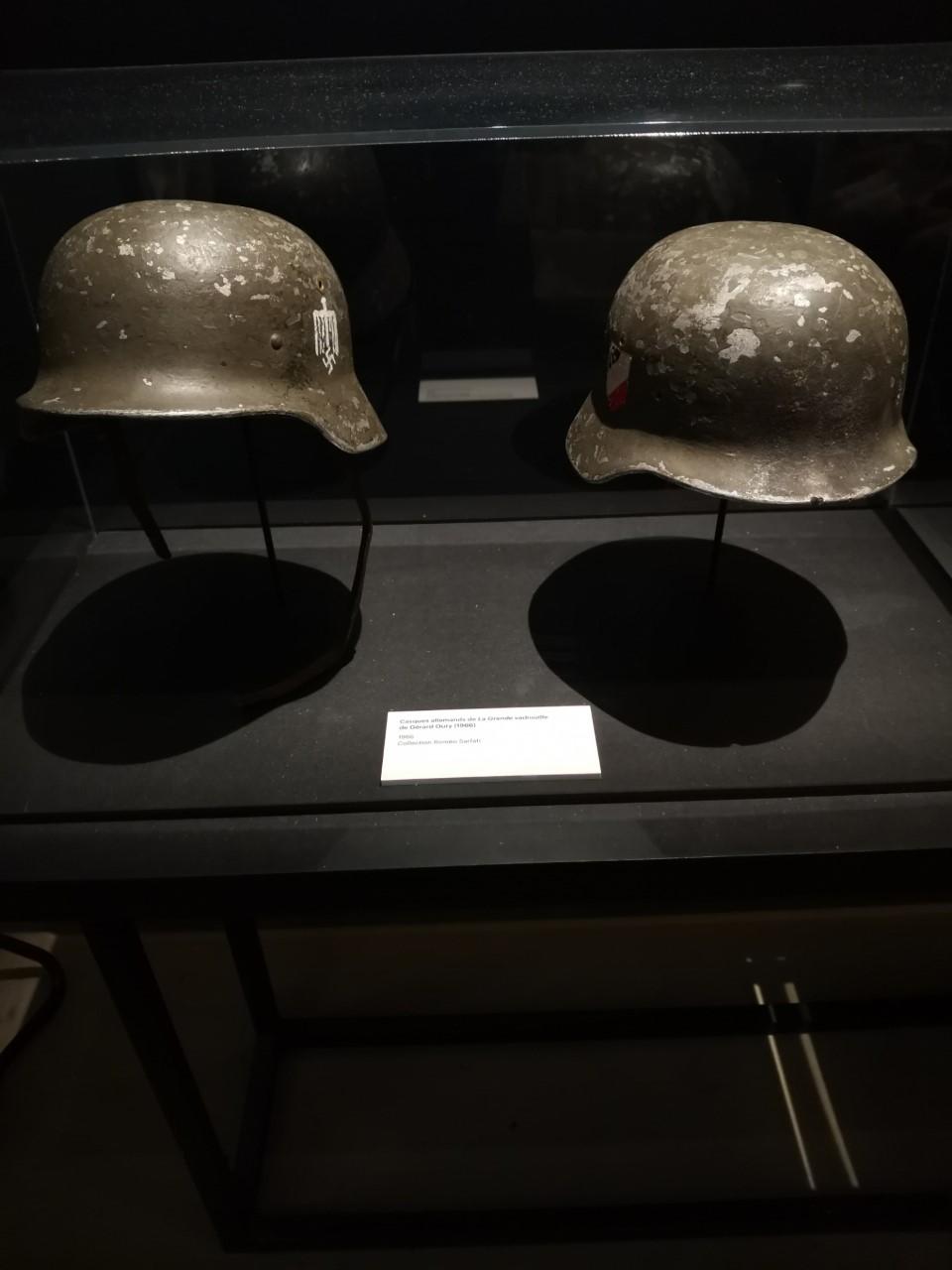 casques de Bourvil et de Louis de Funès dans la grande vadrouille Thumbn10