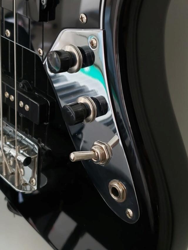 Substituição de potenciômetro por chave liga/desliga (toggle switch) E5242410