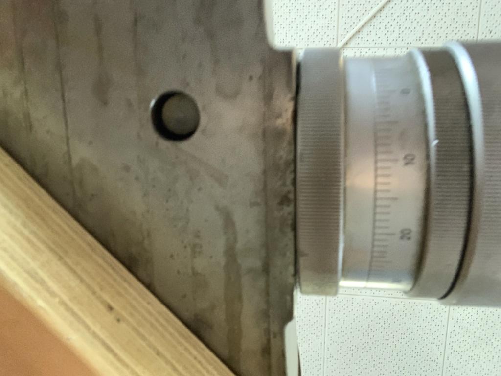 Problème verrouillage rotation plateau tourant Img_2510