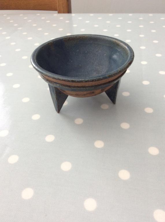British Pottery Three-Legged Bowl - Mark similar to Hans Coper 6dd2c310