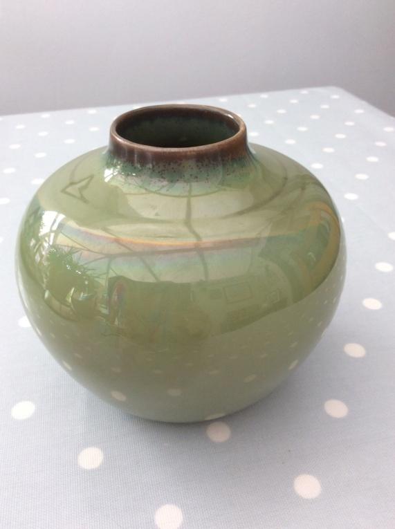 Green Lustrous Vase - Help Please 832eef10
