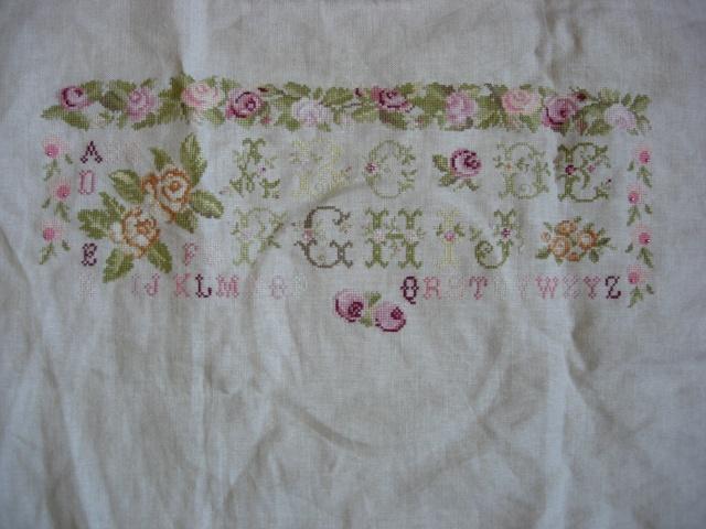 sampler abécédaire aux roses de dmc - Page 4 Dscn2610