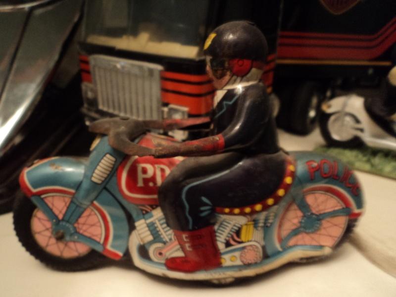 Jouets, jeux anciens et miniatures sur le monde Biker - Page 3 00210