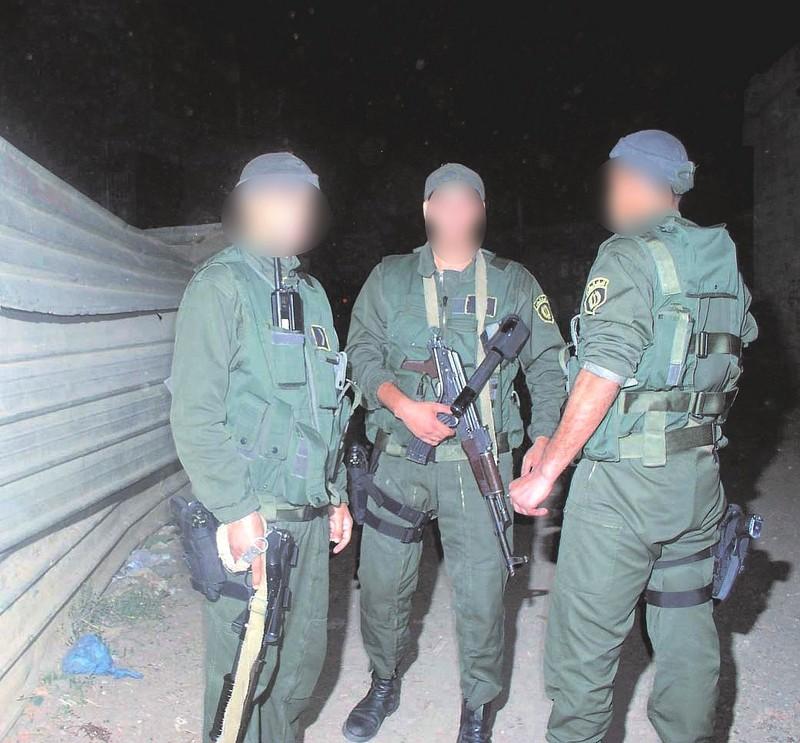 قنّاص النخبة الجزائري الذي أثار الرعب وسط الإرهابيين تمكّن بمفرده من القضاء على 4 ارهابيين   - صفحة 4 Zool10