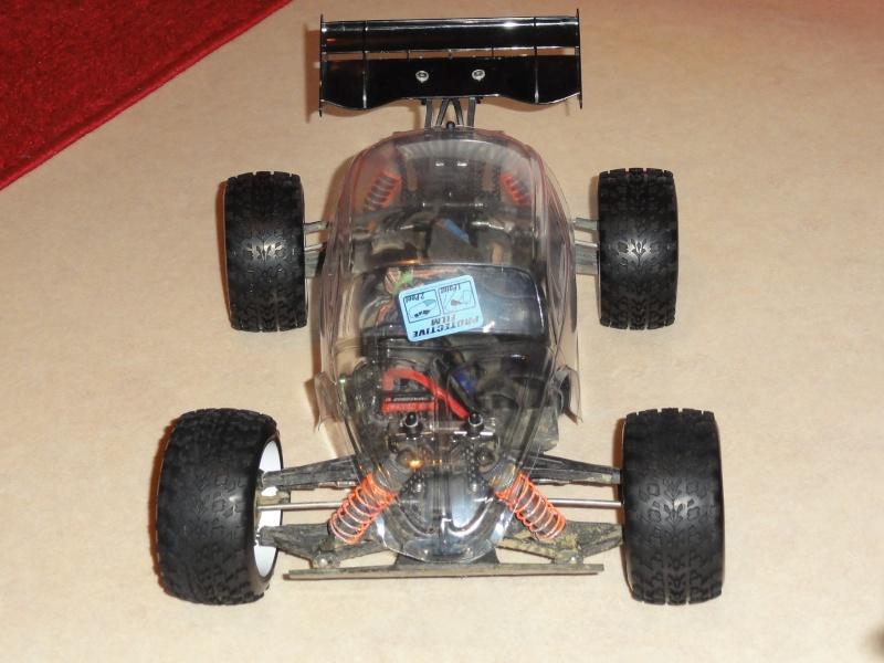 pas un short course, mais le chassis est le même que l'un d'eux... - Page 2 Dsc00752