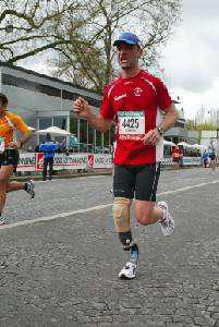 Stephane Leroy amputé anonyme au marathon de Paris 16939610
