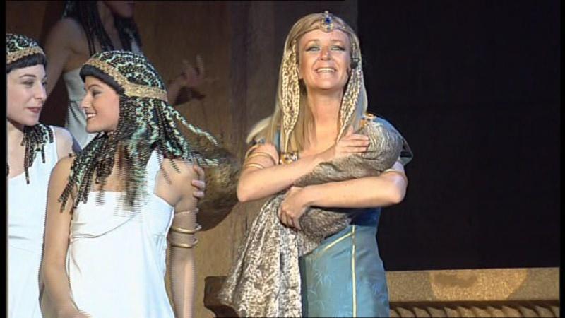 Captures du DVD - Céline en suivante de Bithia Vlcsna22