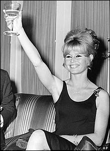 Brigitte avec un verre  _4011710