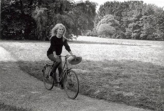Brigiitte Bardot à vélo Bfff10