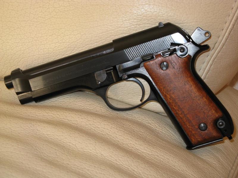 Mystère avec un Beretta 92S.. - Page 2 Img_0216