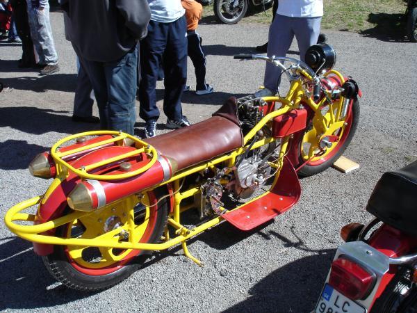 HALICSKA MOTORKAREN M110